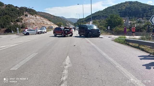 Σύγκρουση τριών οχημάτων στη διασταύρωση Καρτερίου