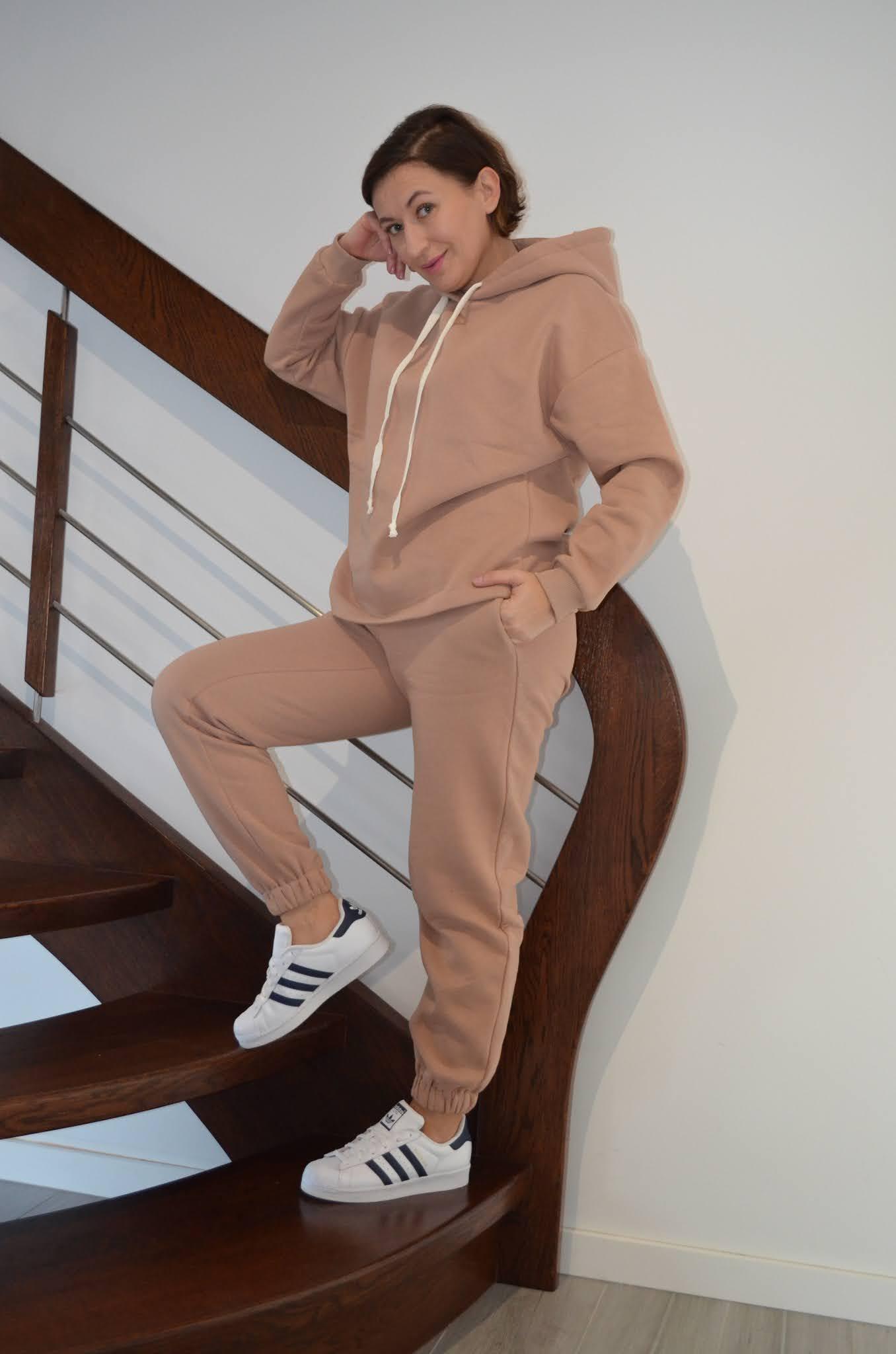 Femme Luxe Loungewear,@adrianastyle_stylist,komplety po domu,prążkowany dres,polarowy dres,ciepły dres,odzież po domu,fashion,moda,#Luxegal,dres po domu,urodzinowo,urodziny w dresie