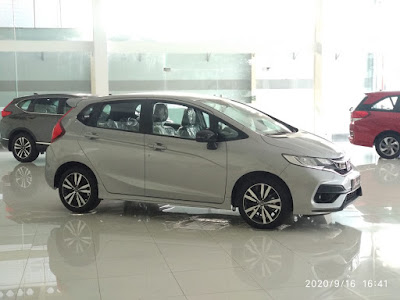 Mobil Honda Jazz Warna Silver
