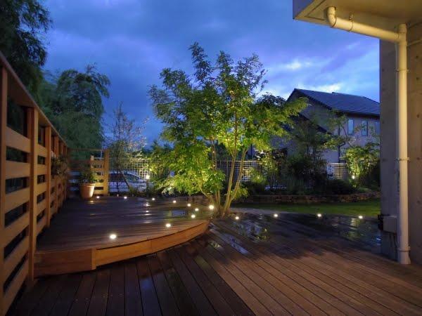 広々デッキと緑に囲まれガーデンパーティーを楽しむお庭♪