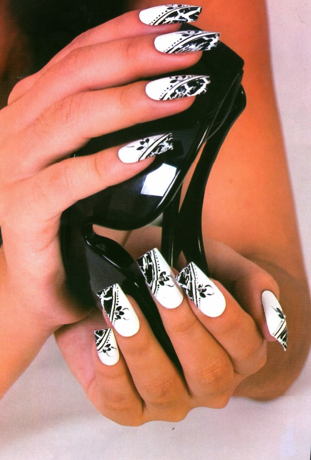 Belleza X Siempre Manicura Craquelado Blanco Y Negro