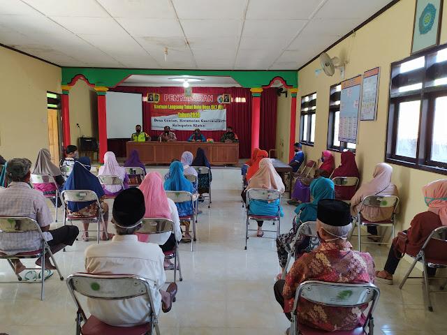 Babinsa Koramil 10/Gantiwarno Dampingi Pembagian BTL Dana Desa