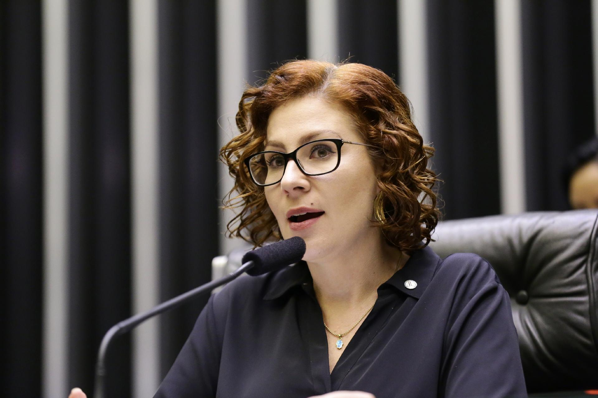 PF intima deputada bolsonarista a depor em caso de atos antidemocráticos