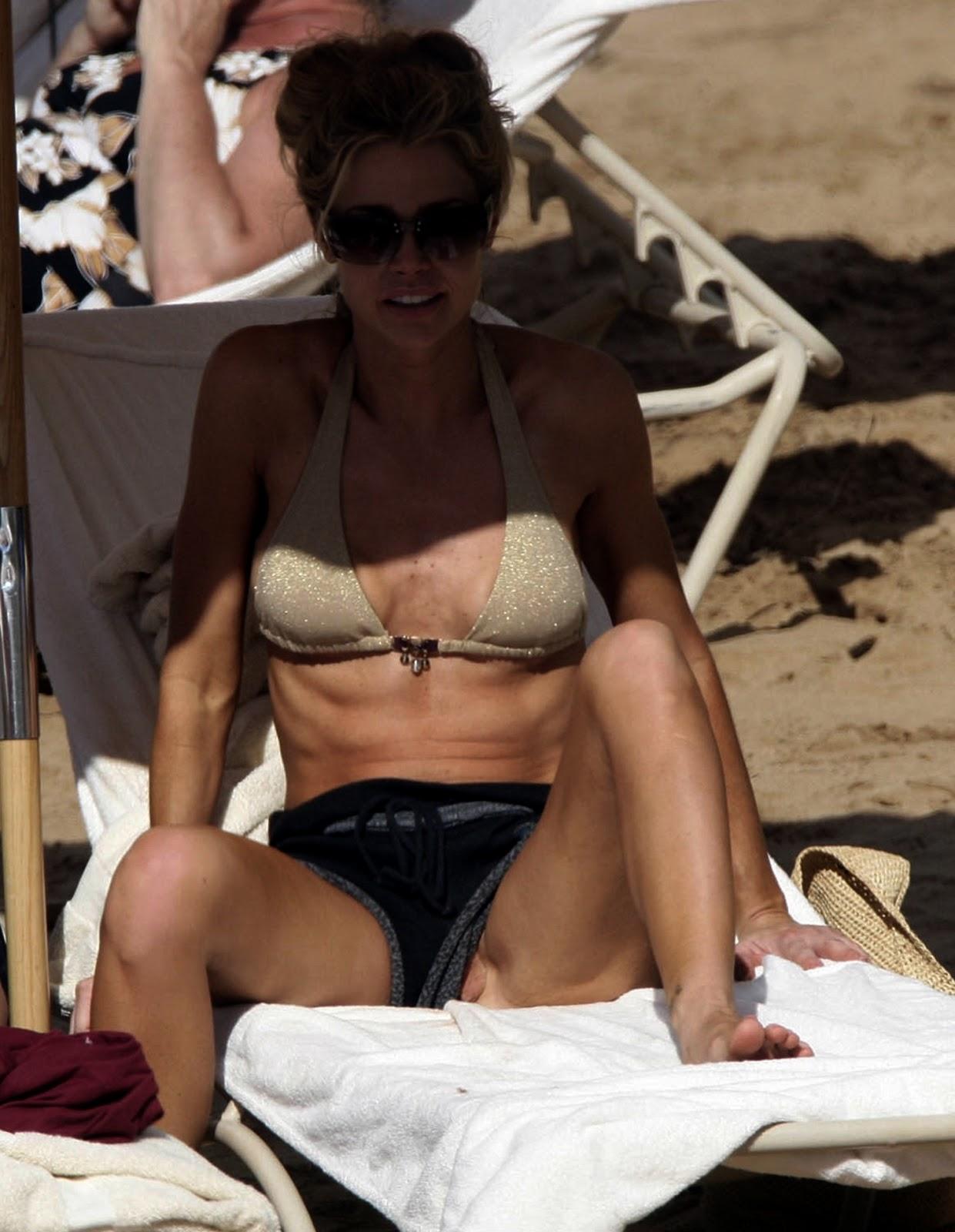Celebrities denise richards amp neve campbell threesome sex 7