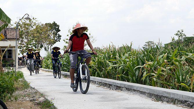 Bersepeda di Desa Wisata Kebondalem Kidul, Prambanan