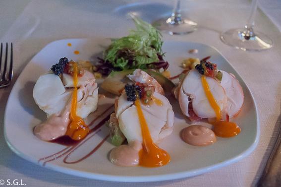 Ensalada de langosta en el restaurante Eneperi en San Juan de Gastelugatxe