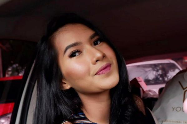 Eksotis! Gaya Soraya Rasyid Host Uang Kaget Liburan ke Pantai