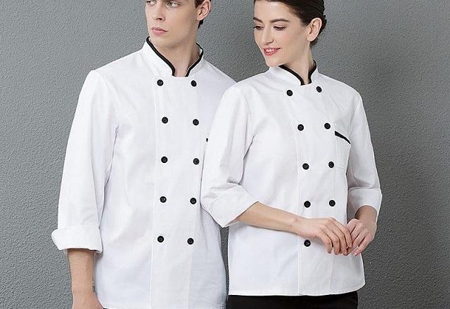 Đồng phục đầu bếp phải có chất vải thoáng, mát, thoải mái