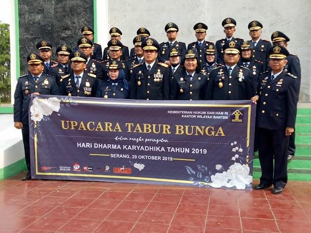 Plt. Kepala Lapas Pemuda Tangerang Dampingi Kepala Kanwil Kemenkumham Banten di Upacara Tabur Bunga