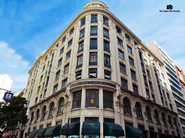 Vista ampla da fachada da Casa das Arcadas - Centro - São Paulo
