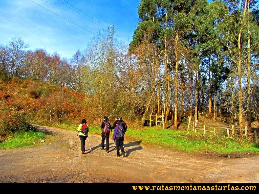 Ruta al Pienzu: Abandonamos la carretera para iniciar pista a mina Toniello