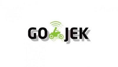 Untuk melakukan pesanan layanan Gojek, harus memiliki aplikasi dan akun yang sudah terverifikasi. Selanjutnya tinggal buka aplikasi GO-JEK tersebut dan pilih menu layanan yang Anda inginkan misalkan Go-Car, Go-Food, dan Go-Ride.