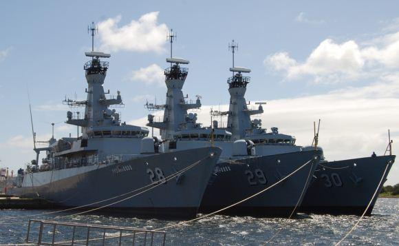 Tiga kapal fregat kelas nakhoda