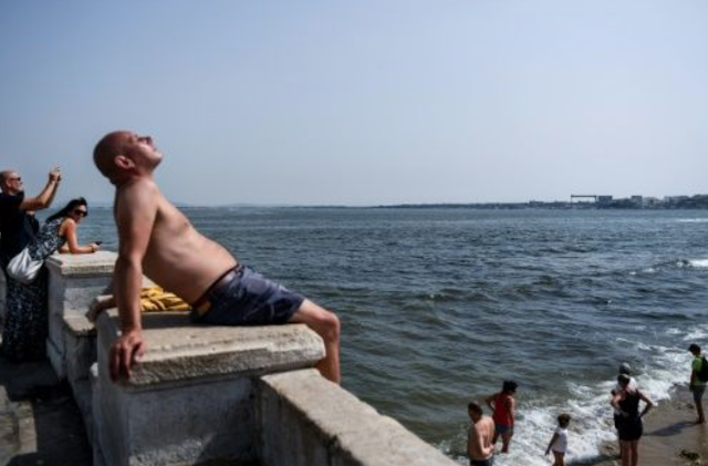 Melted asphalt, shoes for dogs: Europe wilts in heat
