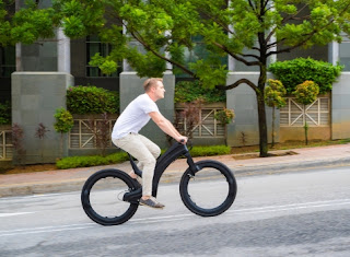 L'incredibile e-bike con ruote senza raggi né mozzi è già in vendita