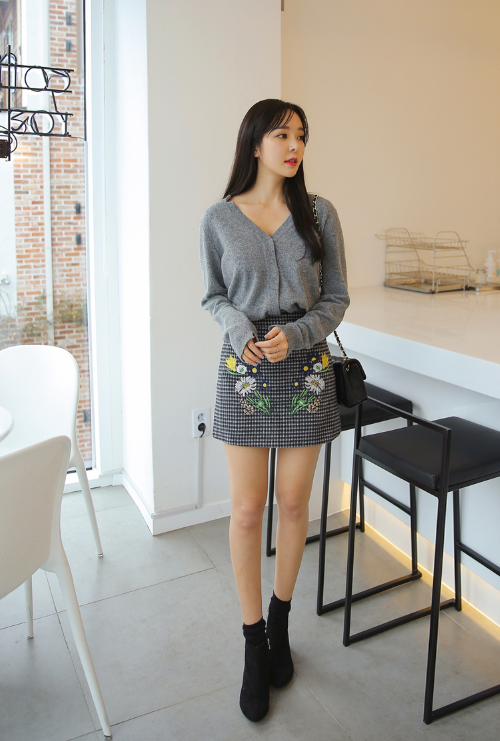 Flower Embroidered Pincheck Skirt