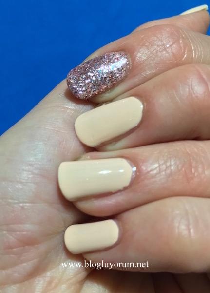 Flormar Glitter GL15 Red in Silver nail enamel swatch