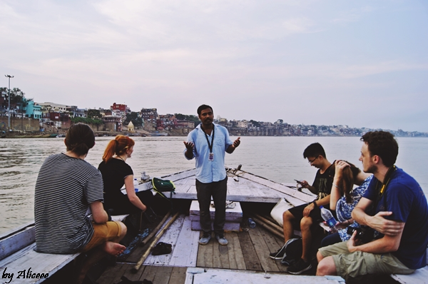 Varanasi-cu-barca-pe-Gange-la-apus