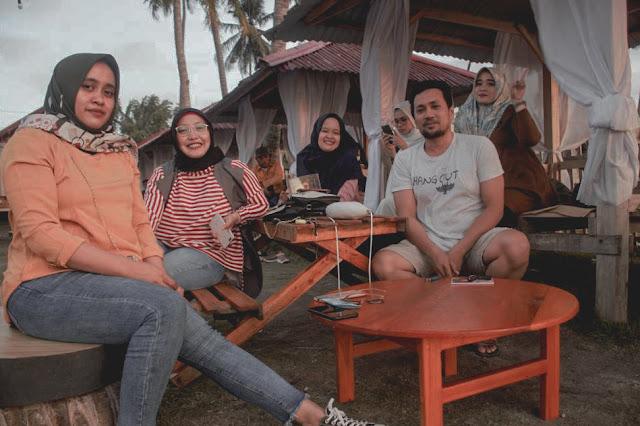 nort-abel-beach-nongkrong-di-cafe-tepian-pantai