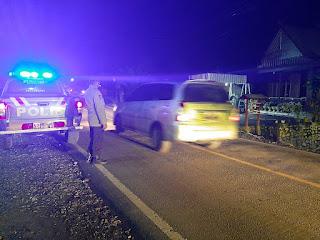 Personel Polsek Anggeraja Polres Enrekang Patroli Malam Sisir Jalan Poros
