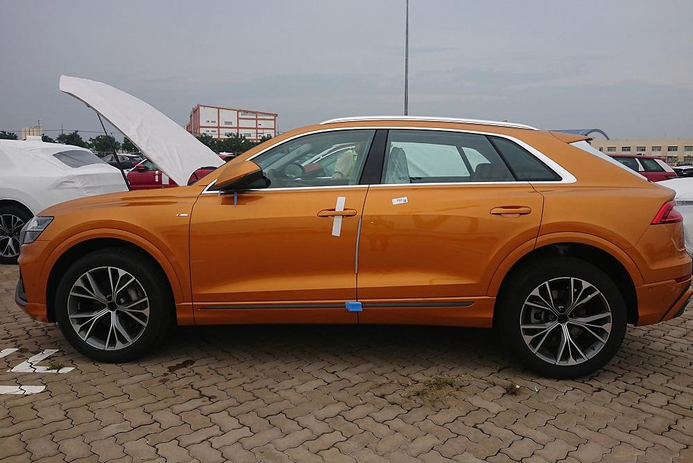 Lô xe Audi Q8 chính hãng cập bến Việt Nam