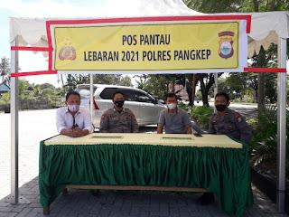 Kapolsek Labakkang Polres Pangkep buka pos Pantau lebaran di depan Tahu Sumedang