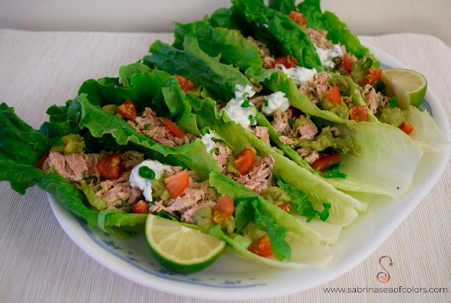 Tacos de lechuga con atún