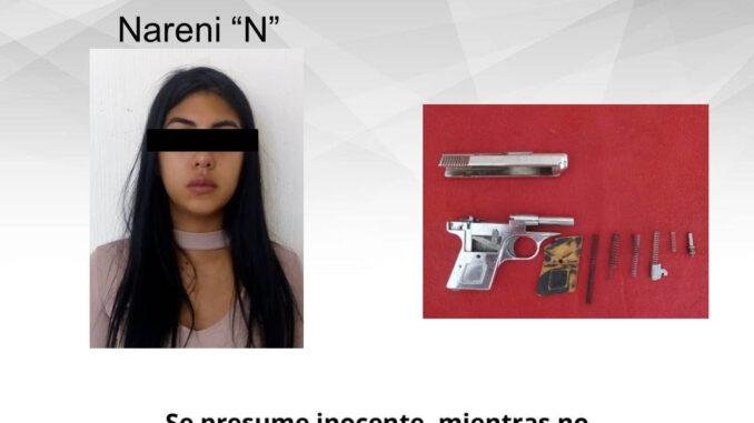 Detienen a Nareni por andar de revoltosa, resistirse al arresto y portar un arma