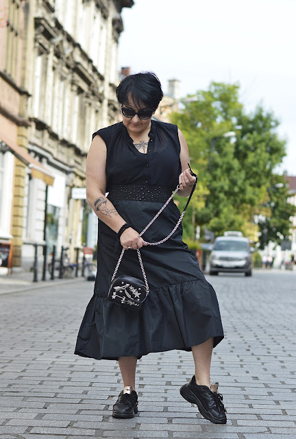 Spódnica Midi z Falbaną  Midi Skirt with Frill