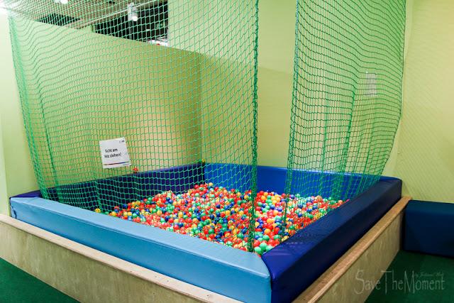 Mitmach-Ausstellung Total Genial Bällebad