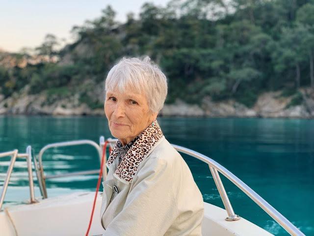 10 фото невероятной бабушки с Урала, которая всю жизнь работала геологом, а к 80 годам стала моделью