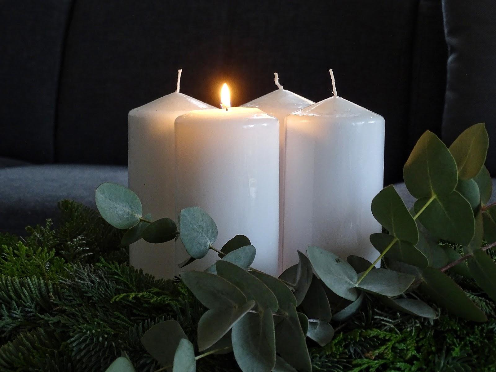 Minimalistischer, natürlicher Adventskranz mit Eukalyptus - Lieblinge, Momente und Motive einer Woche - https://mammilade.blogspot.de