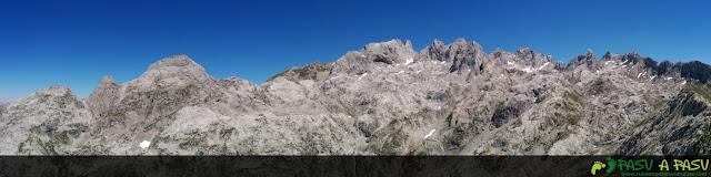 Panorámica desde El Camperón sobre el Macizo Occidental de Picos de Europa, Amieva