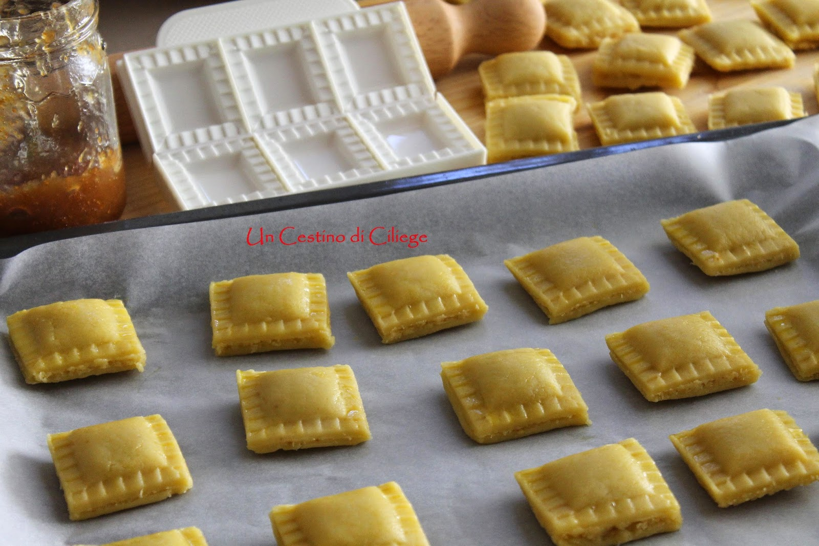 Un Cestino Di Ciliege Fagottini Di Pasta Frolla Alle Mandorle Con