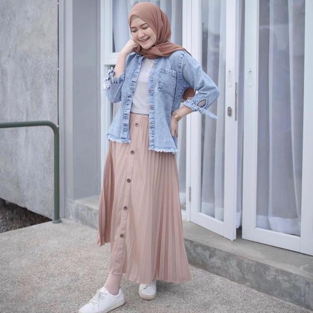 Button-accented Plisket Skirt