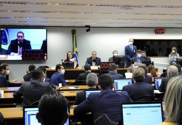 Comissão especial da Câmara aprova mudanças nas eleições