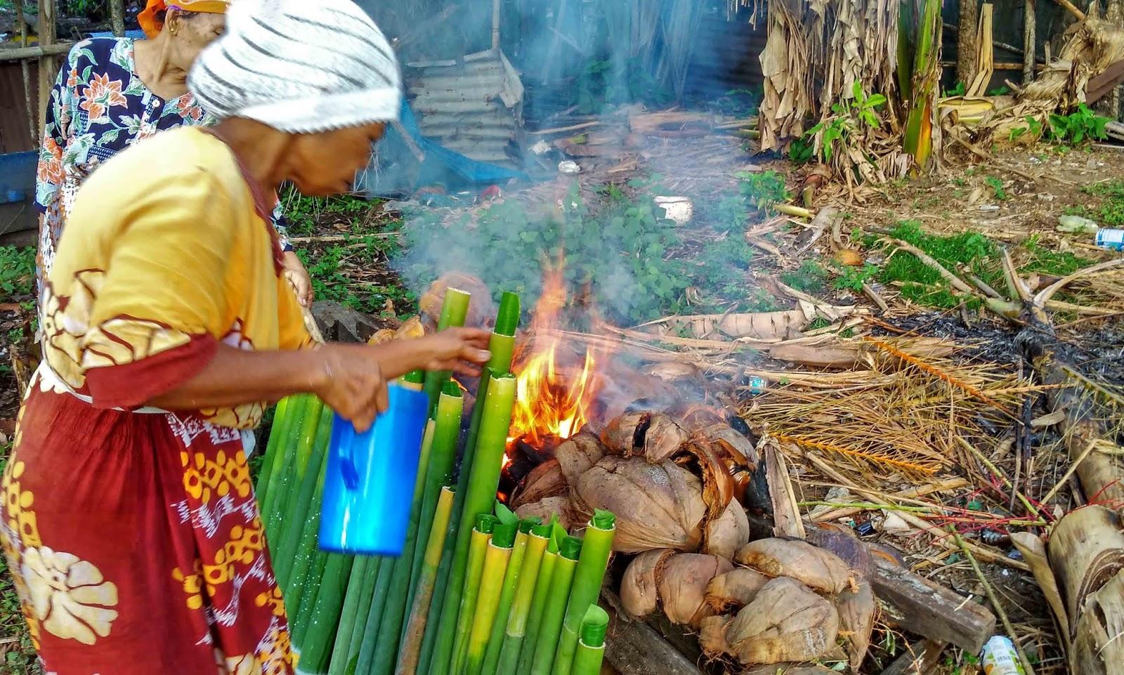 Cara memasak lamang atau lemang Padang