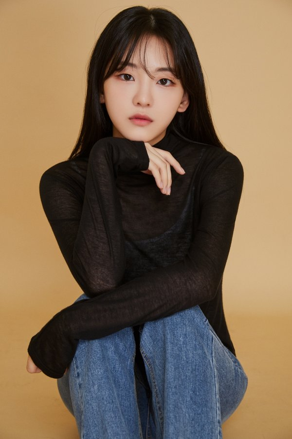 Rookie Actress Jo Yihyun reportedly will be the female lead of KBS new drama 'School 2021'.