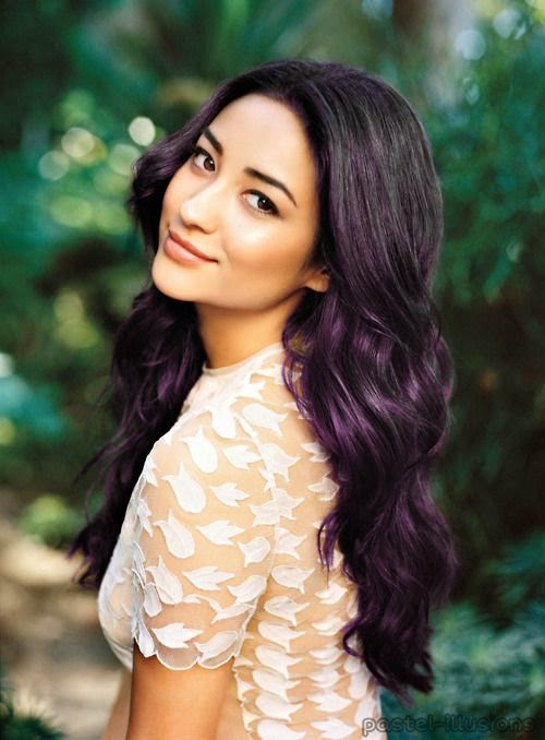 I want to do this subtle coloring with my hair! Maybe dark blue or dark red.