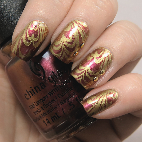 Duochrome water marble stamping nail art