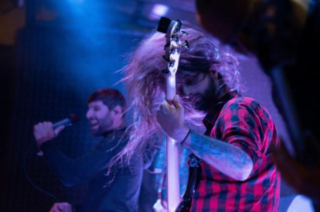 Basist Jure Vertelj je sveža moč skupine Inmate. Foto: Hana Slapar
