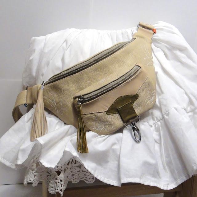 Женская сумка карман на пояс: натуральная кожа, бежевый цвет. Декор: вышитые цветы в стиле бохо, кисти. Единственный экземпляр, ручная работа
