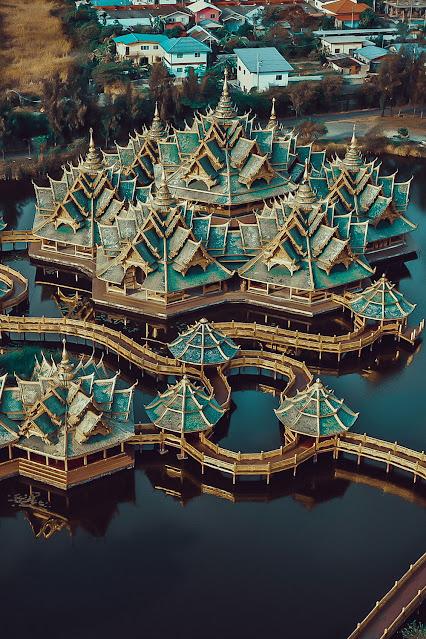 Храмы в древнем городе Муанг Боран в Бангкоке Таиланд