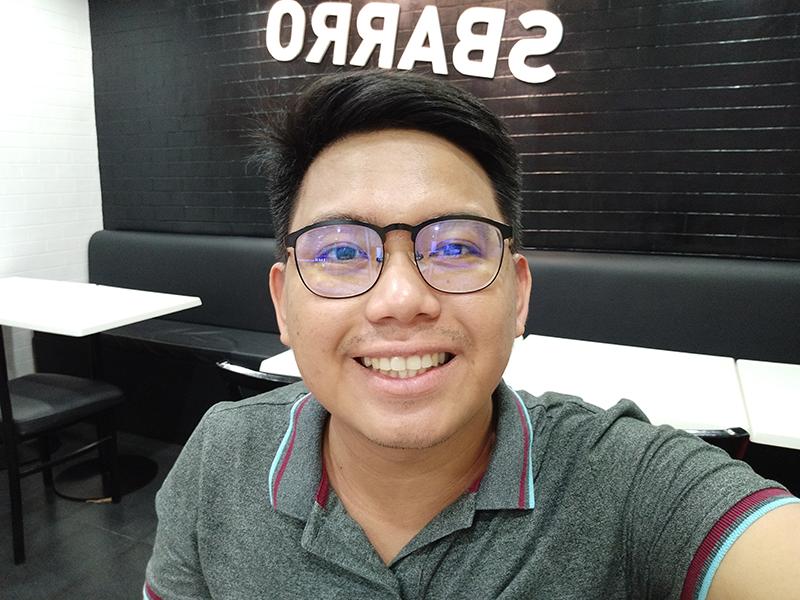 Redmi Note 5 indoor selfie