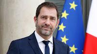 """Le Premier ministre Edouard Philippe, en déplacement avec Christophe Castaner dans l'Essonne, a assuré mercredi qu'il apportait """"évidemment tout son soutien"""" au ministre de l'Intérieur qui n'est """"pas fragilisé"""" malgré les critiques de l'opposition après la mort de Steve Maia Caniço."""