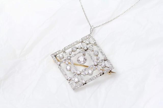 写せない美しさ Lozenge-shaped Diamond & Platinum Pendant
