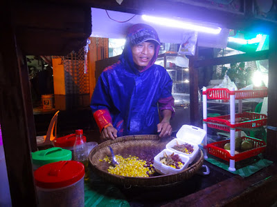 snacks at night in Yangon