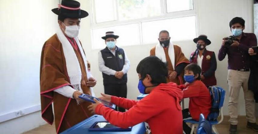 MINEDU: Ministro Cadillo supervisa inicio de clases semipresenciales en Ayacucho