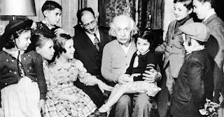 Einstein dan keluarga / catatanadi.com