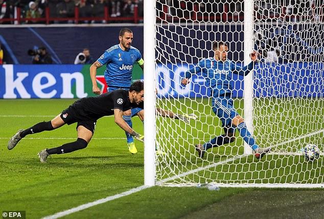 Lý do Ramsey 'đánh cắp' bàn thắng kỷ lục của Ronaldo